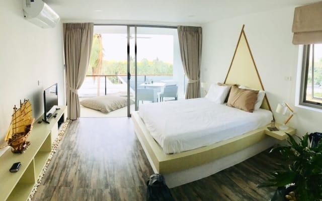 Das Villa Noi Doppelzimmer mit Meerblick Pool in Chaweng Noi. Koh...