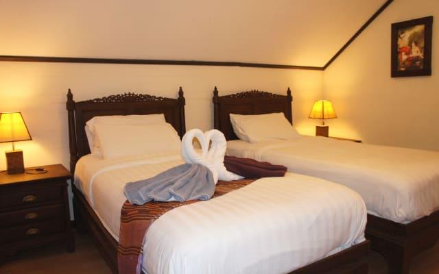 Phuket Gay Homestay - Habitación E - Dos camas individuales en el...