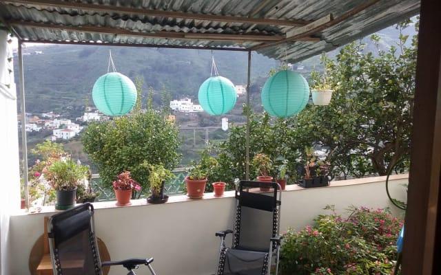 Preciosa habitación privada y desde la terraza vistas a la montaña y...