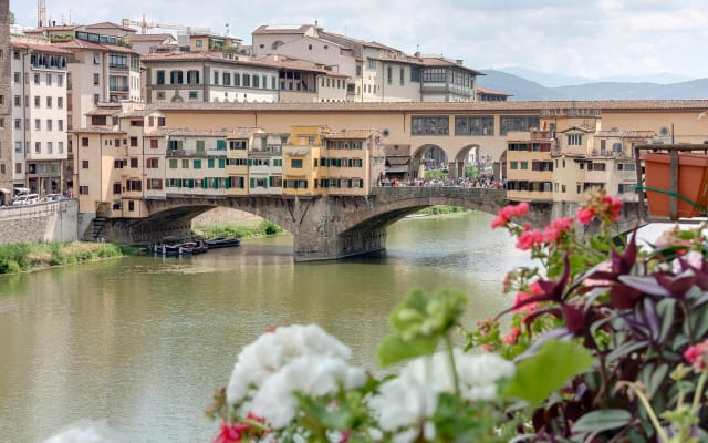 Historical Apartment Spectacular Arno View with Balcony from 12 th Cen