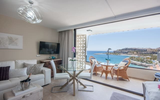 Elegance, Relaxation and Views, Very Comfortable Bed! Modern Romance