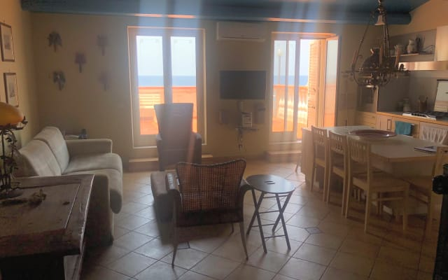 Camera in appartamento con terrazza mozzafiato vista mare