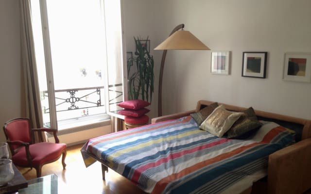 Double bed Canal St Martin apartment
