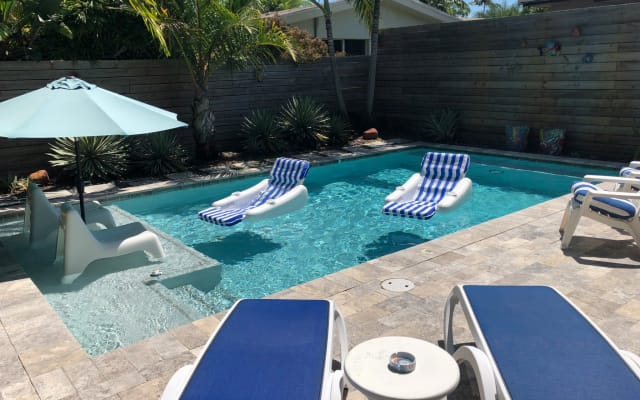 Private pool + nearby beach + world-famous nightlife = FUN VACATION!