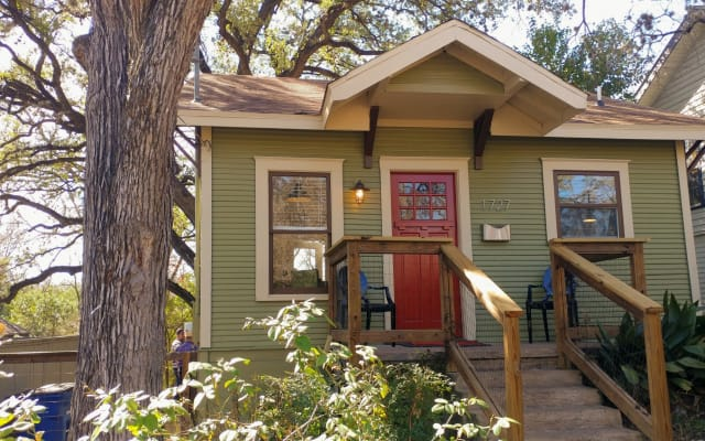 IDEAL SOCIAL DISTANCE Most Charming Tiny House Ever - Superb Location