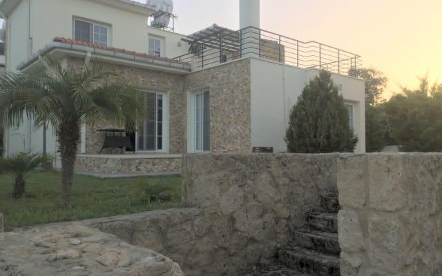 Kyrenia Villa: Zentral und ruhig.