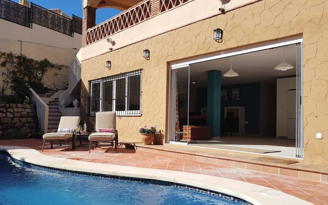 Large, fully equipped APARTMENT With PRIVATE POOL, Marbella.
