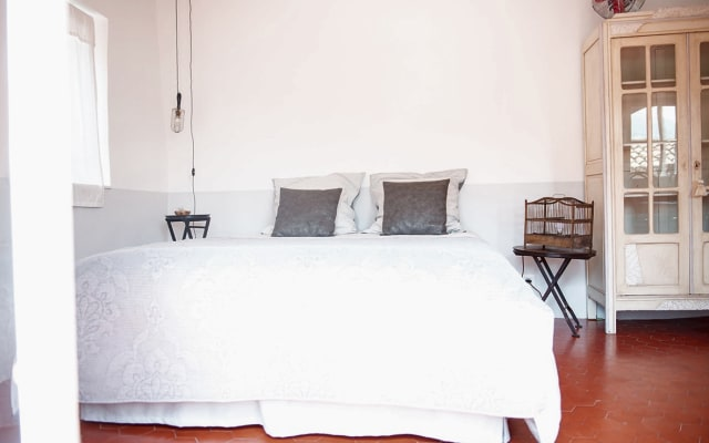 Room 21, bed and breakfast in the village, in Provence
