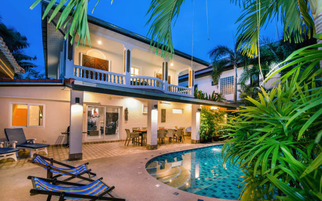 VILLA WAREE WITH POOL, 5 min from beach and walking street