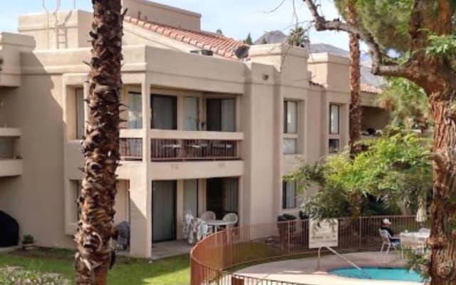 Quiet, Resort-Like setting; Palm Springs Adjacent near Gay Activities