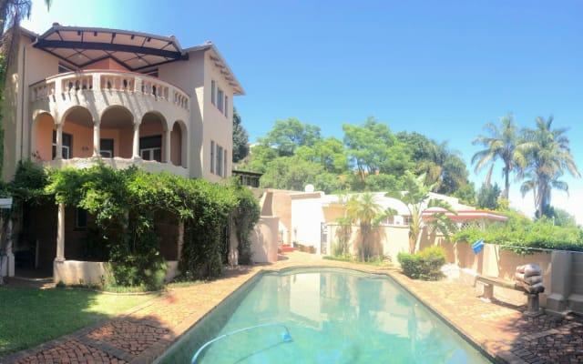 Bella camera con bagno privato in villa storica. Vista, giardino e...