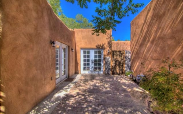 Charming 2 Br in Old Town, Fireplace, Walk to Plaza