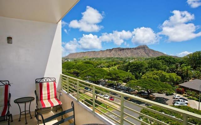 Stylish Queen Ocean View Studio w/ Balcony - WG715