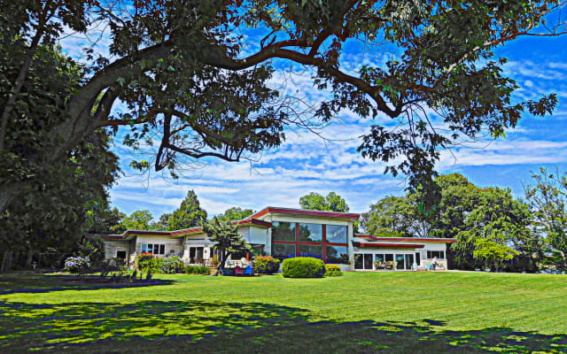 Mid-Century Modern Lakefront Estate: Near Bay, Beach... Exhale!
