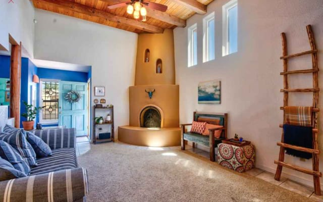Private Bed/Bath/Entrance in Traditional NM Style West ABQ House