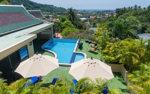 Luxury 4 bed Ocean view Villa with pool, chef, breakfasts, concierge.
