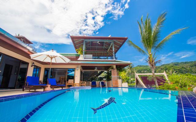 4 bed detached villa, infinity pool. Sea Views. Chef, breakfasts