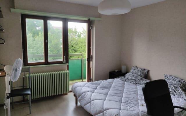 Camera da letto per una o due persone, vicino ai trasporti