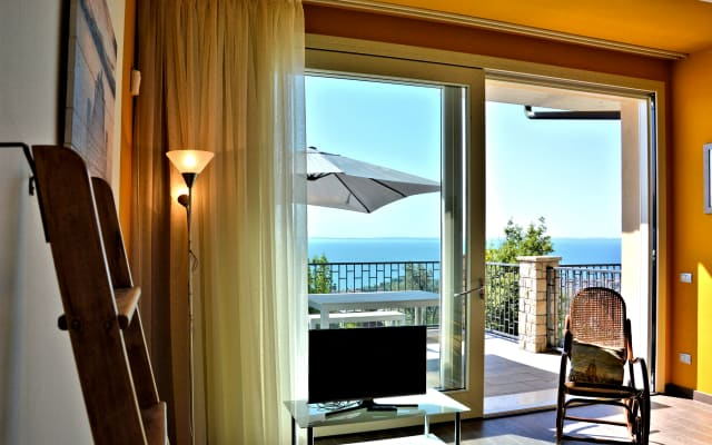 Residence Virgilio - Appartamento Yellow - Secondo Piano Vista Lago