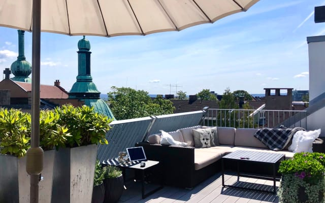 Amazing City Penthouse - Privates Zimmer & Bad - 50m² Dachterrasse