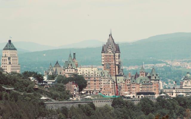 Condo facing Quebec city