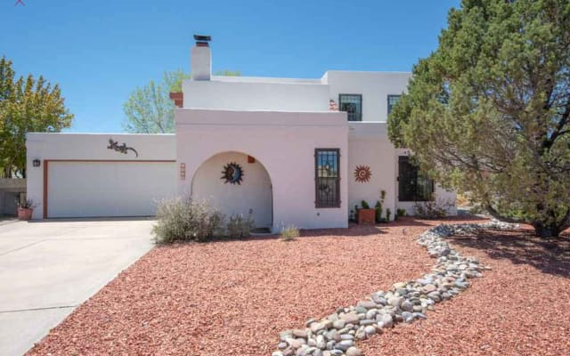 Private Bed/Bath in Traditional New Mexico Home in West Albuquerque