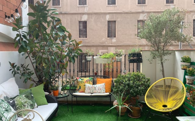 Zimmer mit eigenem Bad in einem stilvollen Apartment mit Terrasse