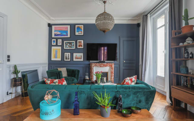 Beautiful Room in a huge 124 sqm flat within Paris City Center