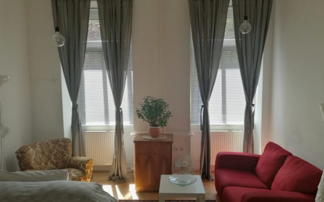 Encantadora habitación privada en un acogedor apartamento en el centro