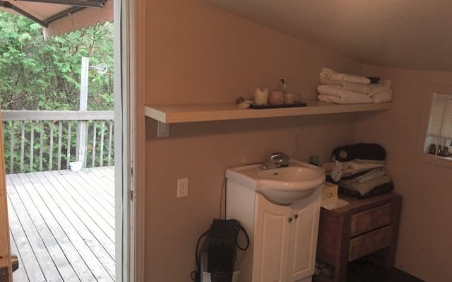 Nice little room near downtown sherbrooke