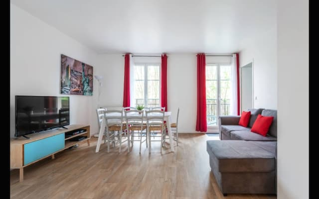 Beautiful city view 3 bedrooms apartment 8 persons