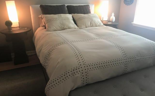Anfitrión amigable - Cómoda habitación doble en un amplio apartamento (