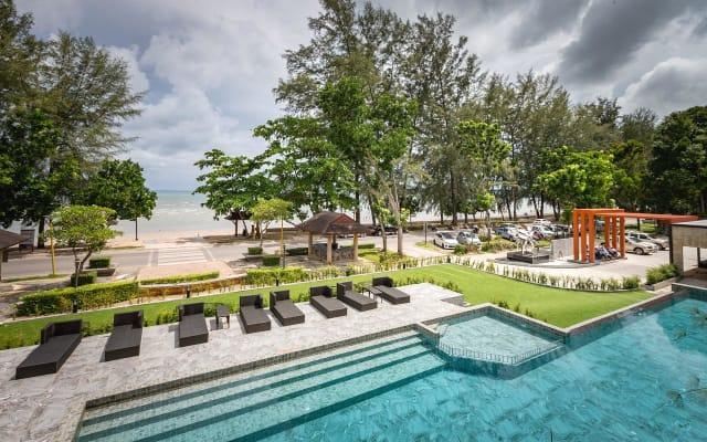 Maneetel Beachfront Resort