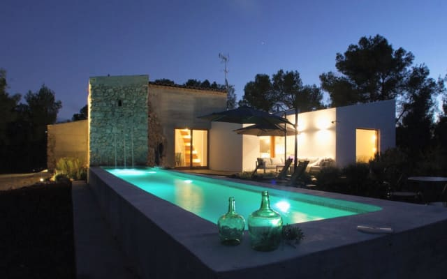 Beautiful Villa in the Woods/Vineyards, 10 mins to Sitges 6+