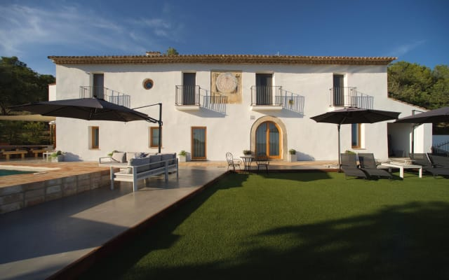 Luxurious Holiday Villa in the Vineyards for 16+, 10 min Sitges