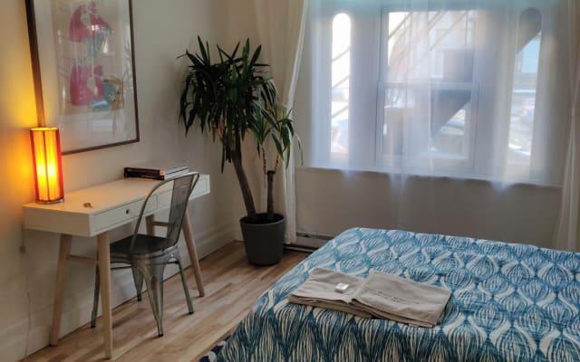 Accogliente camera privata a pochi passi dal Villaggio Gay con spazio...