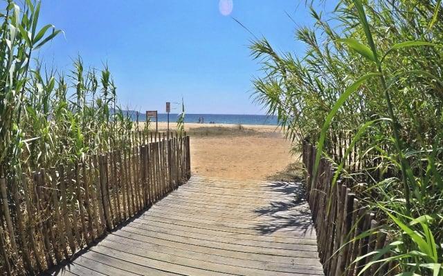 T3 REZ DE JARDIN 6 pers. à 5min à pied des plages