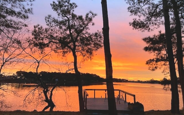 Beautiful Waterfront Secluded Cottage Near Downtown Norfolk with Dock