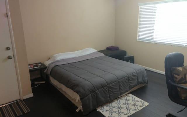 Cozy Intimate Condo Room =)