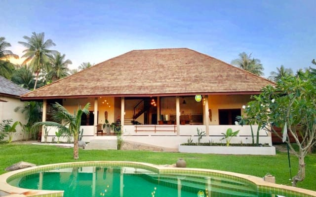 Baan Yai Tropical villa, 5 bedrooms with celebration or Yoga space