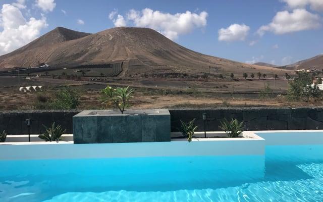 Villa Rayito (Uga)  with fantastic views and heatable pool