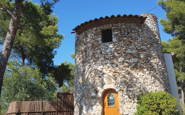 Haven of peace in an atypical Provencal place
