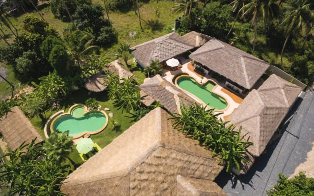 Baan Thamarchat, 2 villas, 2 pools, 10 bedrooms and Creativity Space
