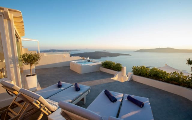 Sunset View Villa Santorini - 3 bedroom Luxury with Seaview and Sunset