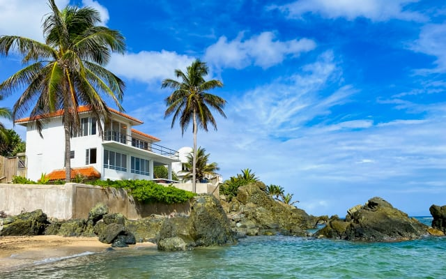 Oceanfront Villa: Privacy, Beach, Pool, Spectacular Views & Location!