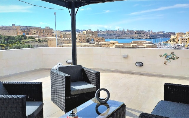 Valletta and Grand Harbour Lookout Seaview, Hot tub & BBQ