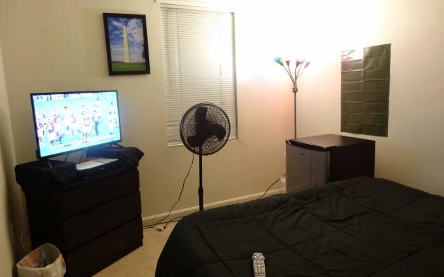 Chambre privée dans maison de ville avec TV, Wifi gigabit, accès à la...