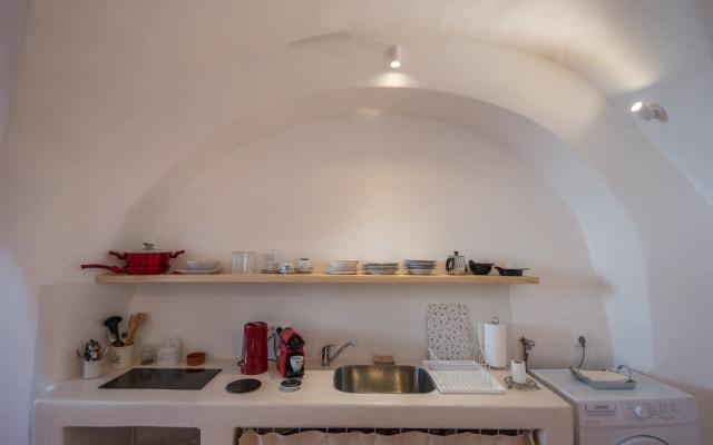 Santorinio Yellow House - One-Bedroom Apartment