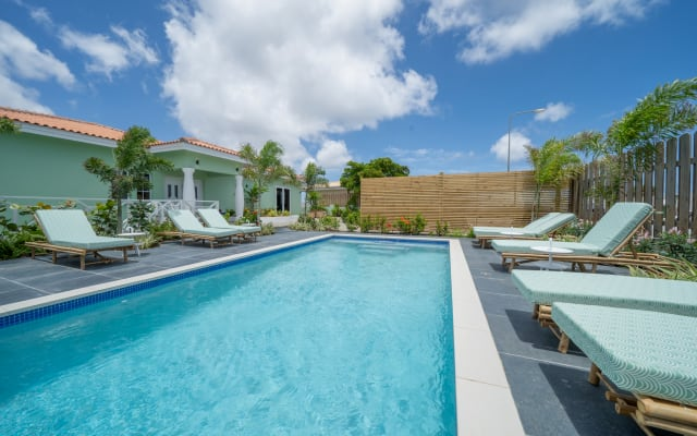 Luxurious apartment with spacious private porch & swimming pool