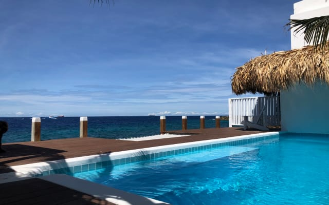Beach house + private pool Curacao in historic culinary Pietermaai